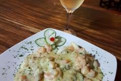Filete de Corvina con Mariscos en Salsa Blanca